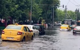 Inundatii pe principalele artere din sectorul 4 – canalizarea a cedat din nou