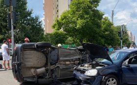 Inca un acident in sectorul 4. O masina s-a rasturnat, in urma unui impact violent!